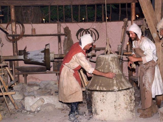 bell-casting-in-the-middle-ages-s-giorgio-gaita