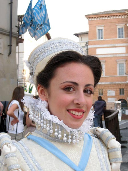 dama-of-the-giotti-rione-in-bejeweled-white