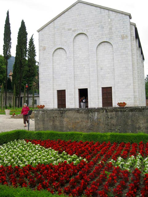 flower-beds-wall-of-firing-squad-mausoleum