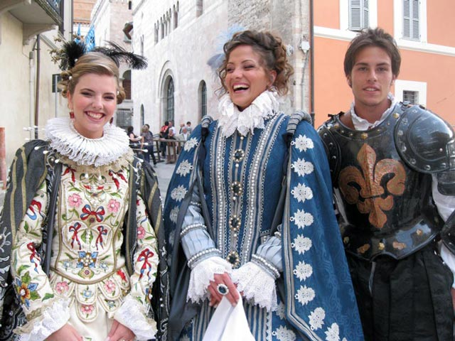 happy-giotti-nobility-ready-to-enter-the-main-square