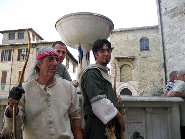 medieval-archers-in-front-of-bevagna-fountain