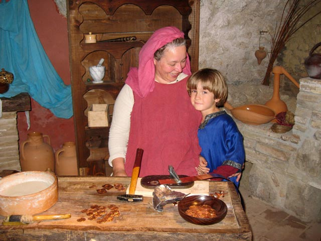 medieval-craftwsoman-with-her-son