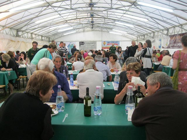 sagra-attendees-enjoy-great-food-and-conversation-in-mobile-tents