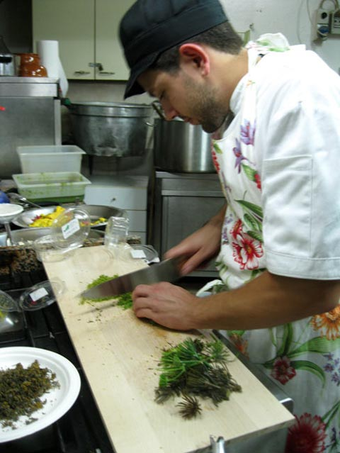 alessandro-young-chef-prepares-wild-fennel-for-pork-roast