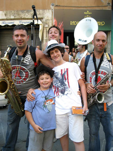funk-off-musicians-with-young-fansall-the-way-from-milano