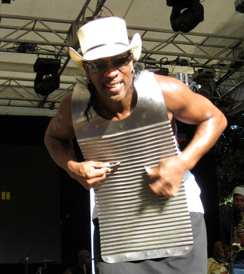 rockin-dopsie-on-the-washboard-plays-to-his-perugia-public
