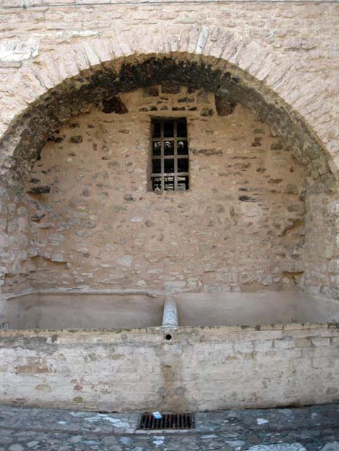 wash-basins-of-collepino