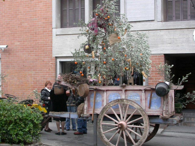 spello-farm-cart-with-olive-tree