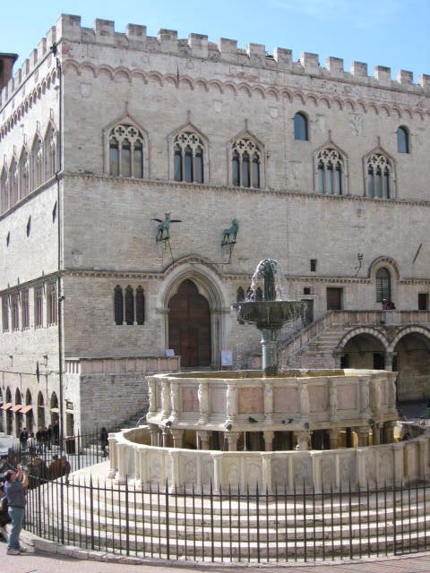 Perugia-civic-palace-and-13th-c