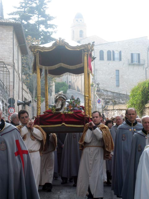 Cristo-Morto-on-funeral-bier-carried-in-Procession1