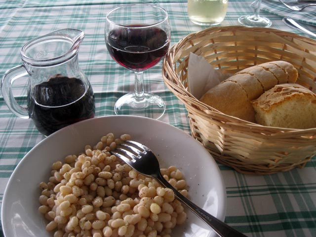 Fagioli-del-purgatorio-and-local-red-wine-a-feast1