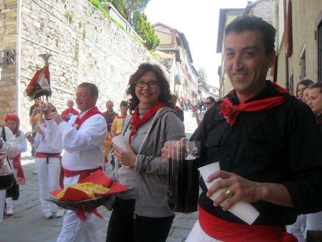 Gubbio-opens-its-doors-and-wine-cellars-to-the-band-and-guests