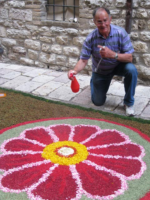 Antonio-keeps-the-flowers-fresh-spraying-with-water