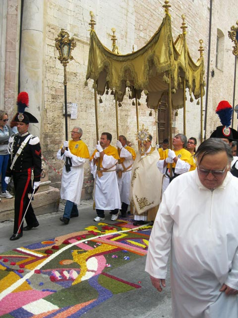 Procession-of-Corpus-Christi-in-Spello