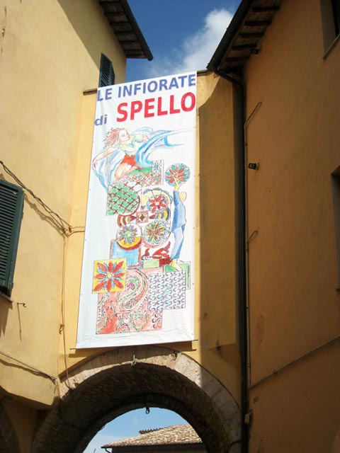Spello-Infiorate-announced-on-a-banner