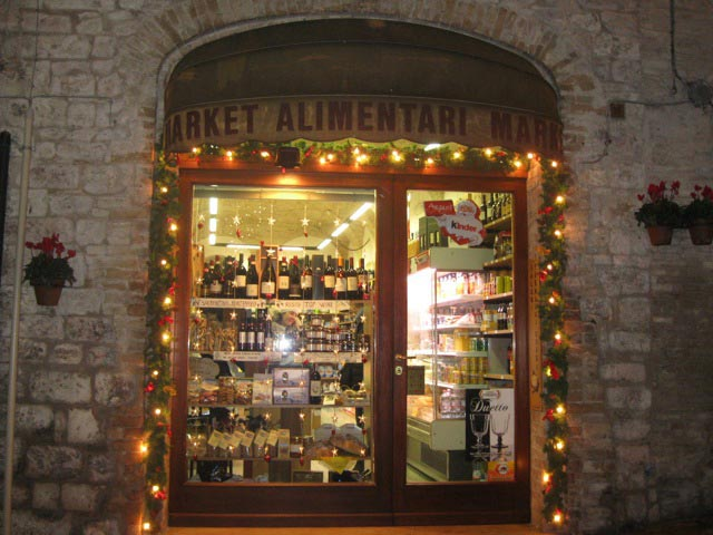 assisi-grocery-store-christmas-decorations
