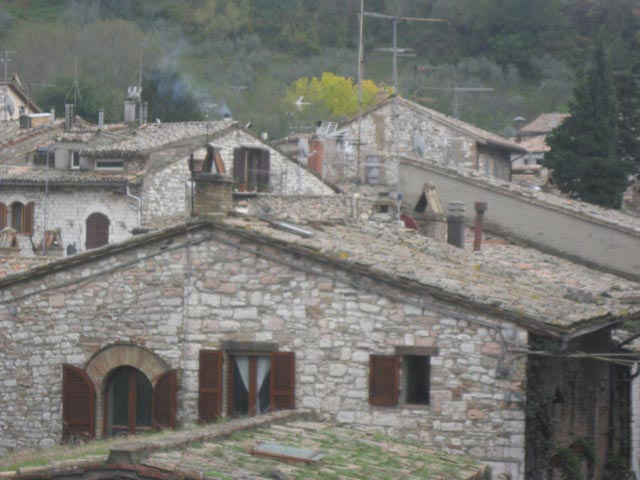 Assisi-rooftops-are-an-array-of-artistic-chimneys-and-woodstove-pipes
