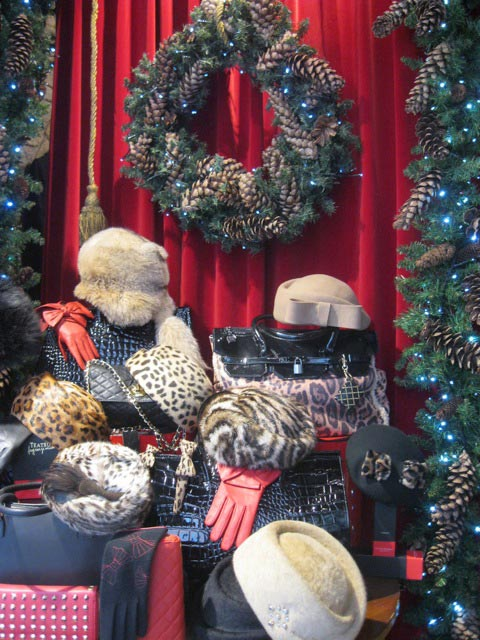 christmas-elegance-in-a-boutique