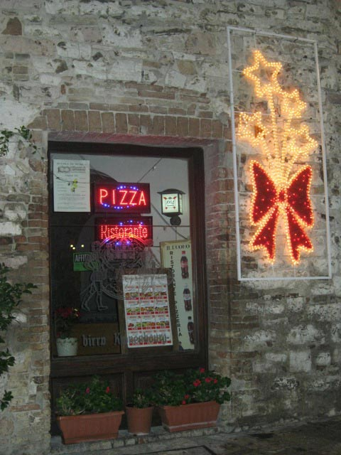 simple-decorations-of-a-pizzeria
