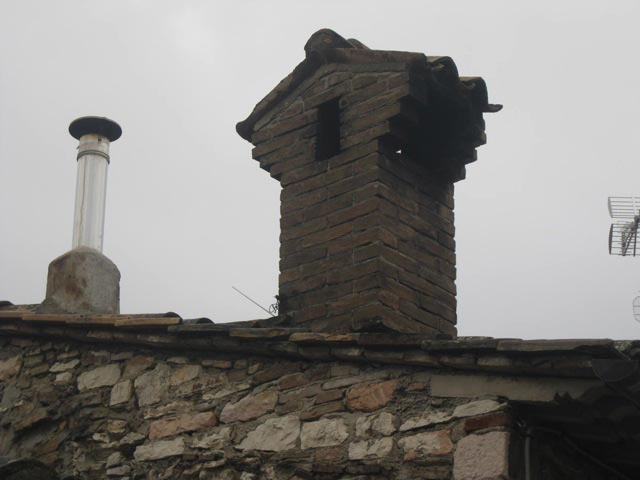 Woodstove-pipe-and-chimney-couple