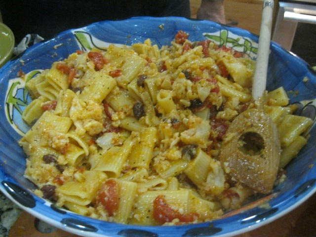 Cauliflower-pasta-sauce-with-pinenuts-currants-