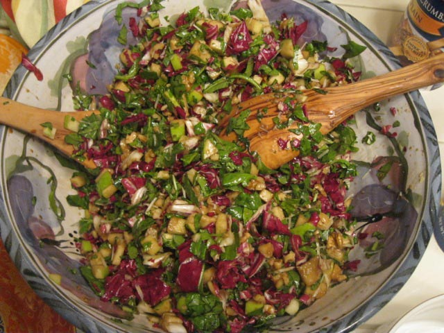 Insalata-invernale-with-radicchio-arugla-apples-walnuts-balsamic