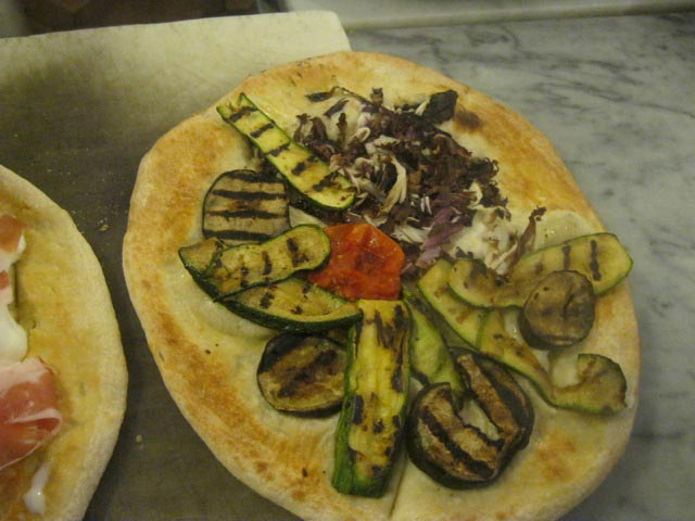 La-spianata-topped-with-squaquarone-grilled-vegetables