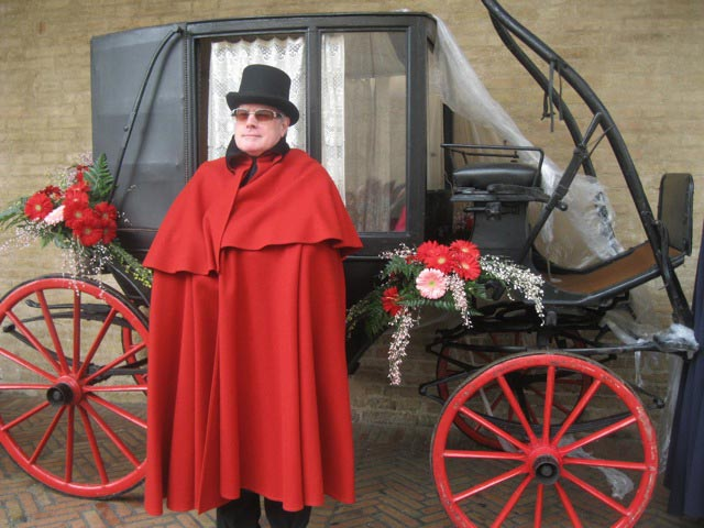 In-scarlet-cape-past-Priore-Servente-before-postal-stagecoach