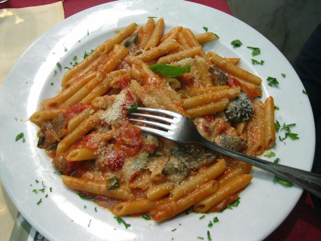 A-pasta-dish-with-eggplant