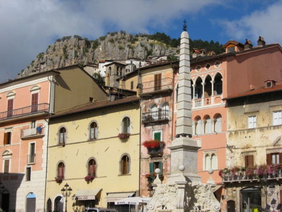 Tagliacozzo, backed by the rugged Abruzzo mountains