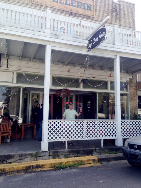 Cafe' des Amis, Breaux Bridge: Zydeco brunch on Sundays