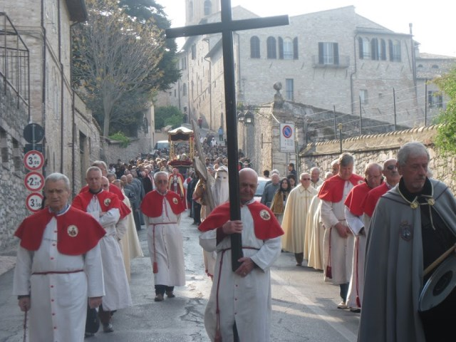 Cross-bearer, drummer lead the faithful in morning procession