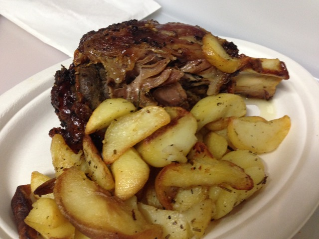 Pork shank with roasted potatoes