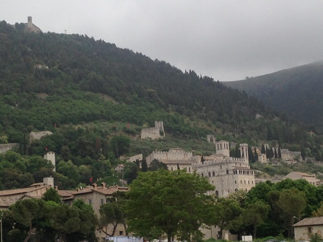 …and to think the Ceri run up from the town to the mountaintop Basilica in less than 10 minutes!