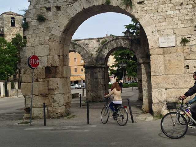Roman city gate of Ascoli