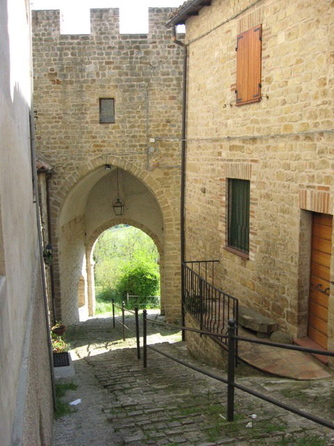 One of the four remaining city gates of San Ginesio