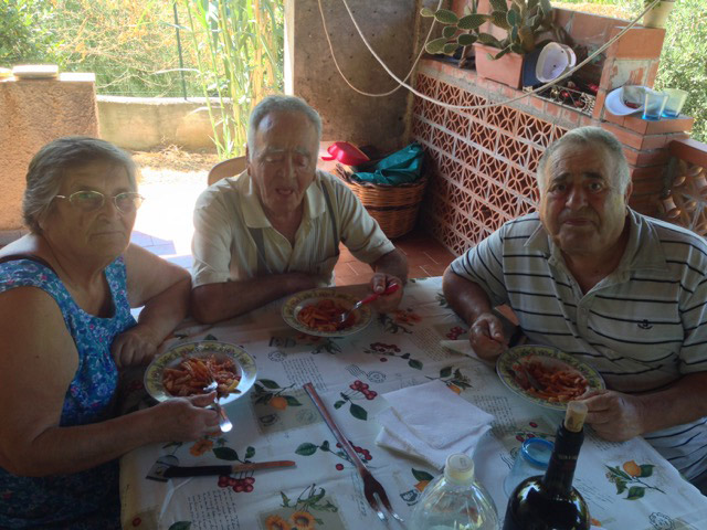 family-lunching