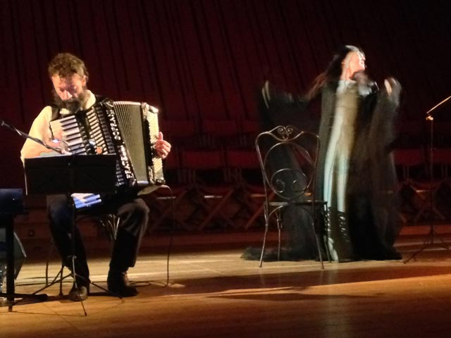 A bewitching performance by Elena Bucci and Simone Banchini