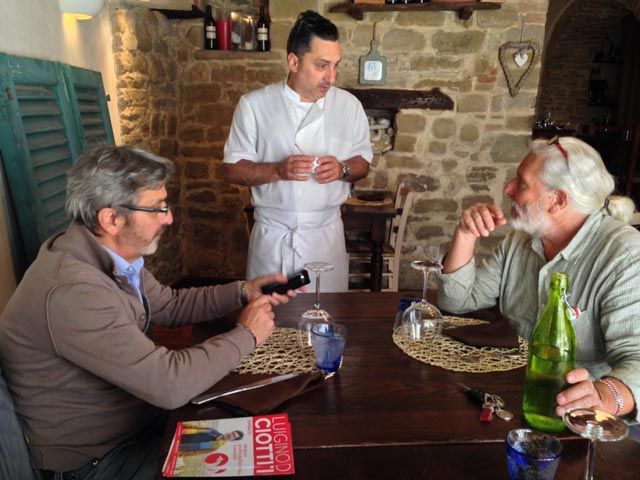 Domenico tells Ugo and Pino about our lunch choice
