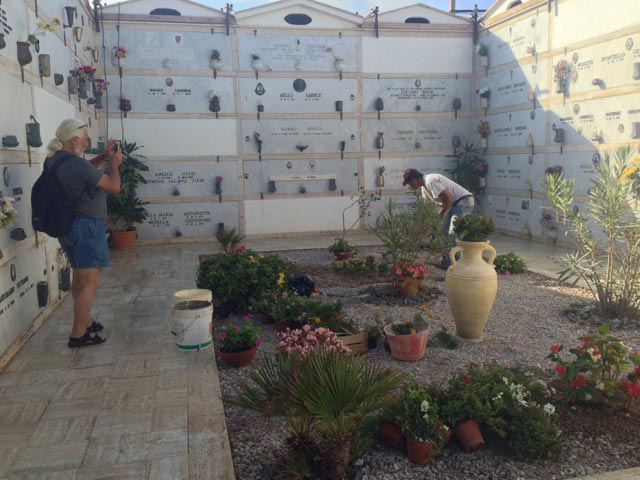 pino-takes-photos-of-tomb-clean-up