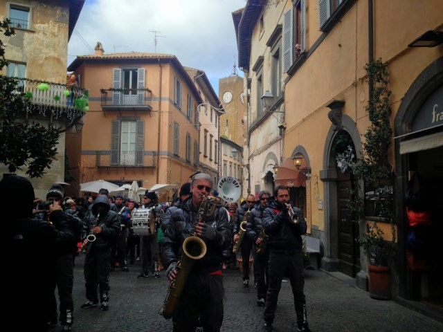 funk-off-music-in-the-orvieto-streets