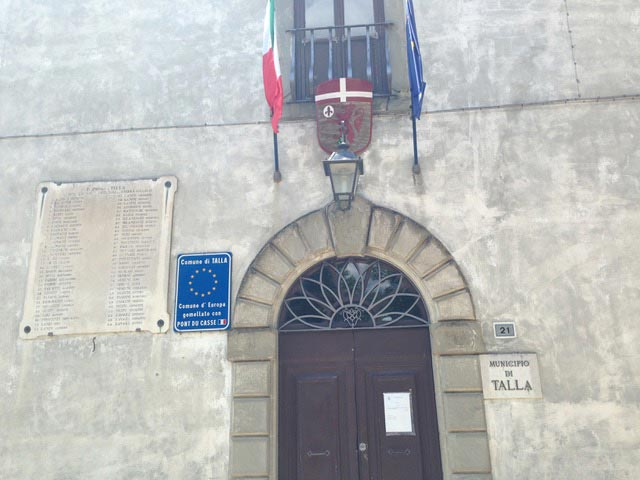 Talla-memorial-on-city-hall---Tuscany
