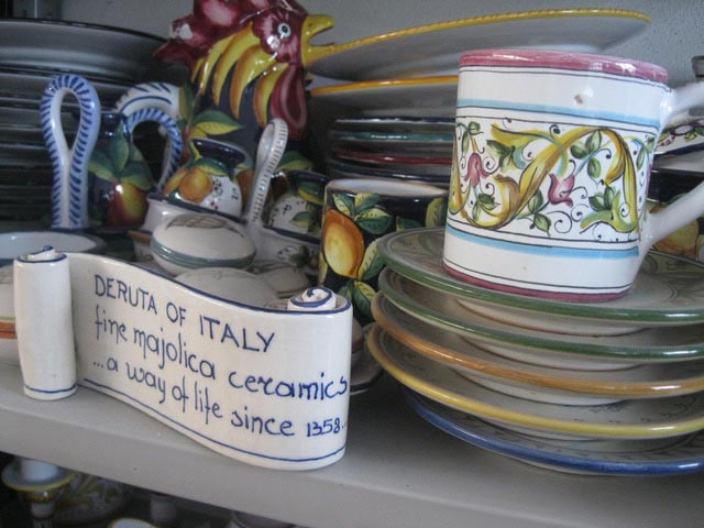 maiolica-with-signs