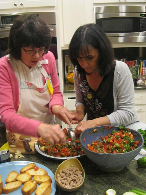 Mo-and-Linda-prepare-the-tomatoarugula-bruschetta