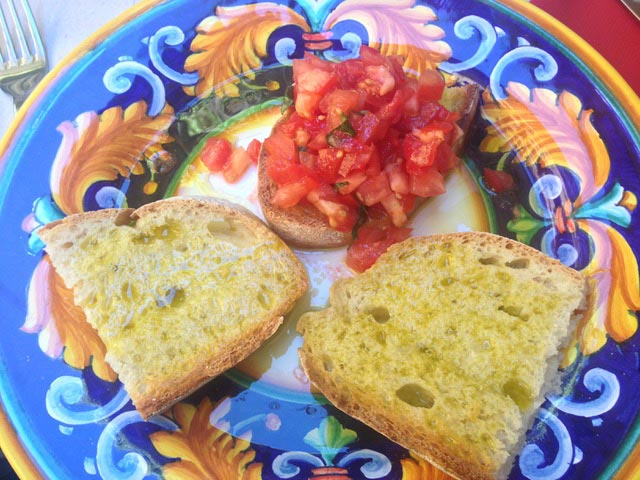 bruschetta-and-bruschetta-with-tomato-on-colorful-plate