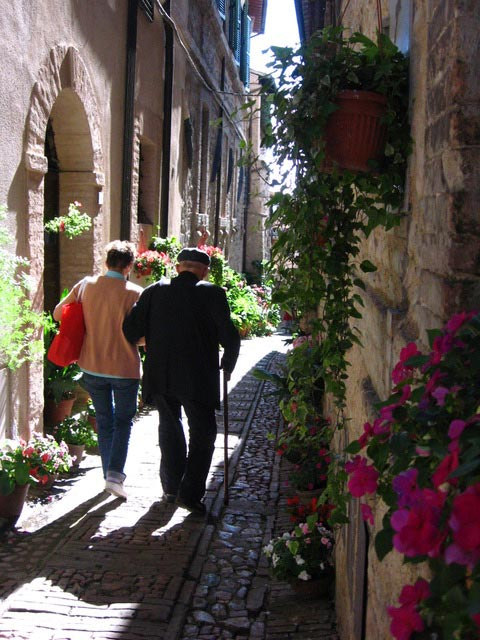 A-stroll-in-the-Spello-backstreets