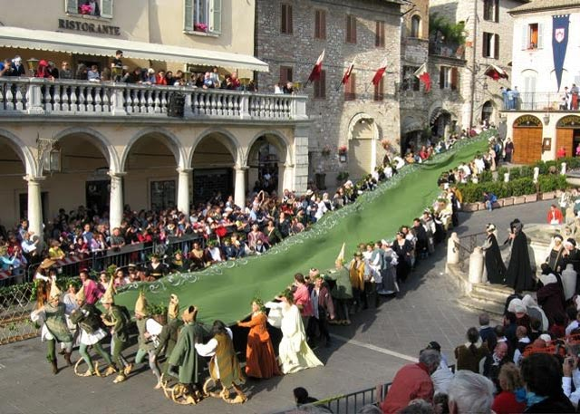 In Assisi, Calendimaggio In the Making – Without Gina 2 – 03