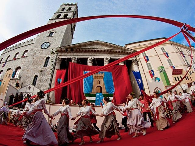 Assisi's Calendimaggio: Living La Passione 1 – 26