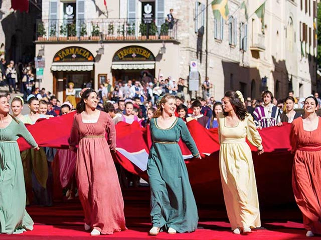 Assisi's Calendimaggio: Living La Passione 1 – 02