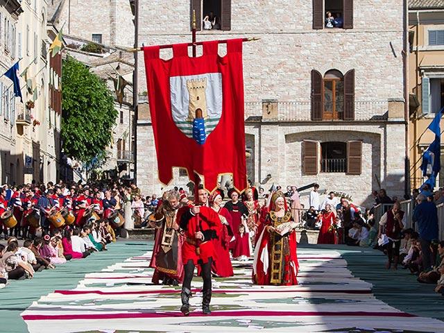 Assisi's Calendimaggio: Living La Passione 1 – 18